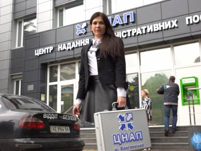 Video: Head of Kamianske Centre of Administrative services shows the advantages of a mobile digital office.